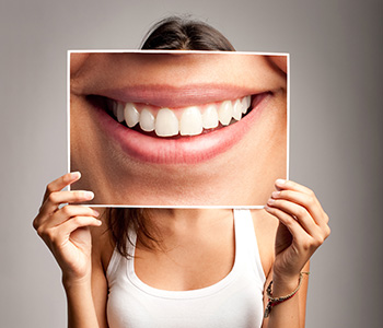 Dr. Clint Bruyere, Clint Bruyere, DDS Longview dentist explains the symptoms and stages of periodontal disease